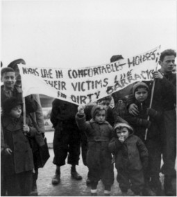 »Linz, Austria, A rally by displaced persons«, 1945 © Yad Vashem